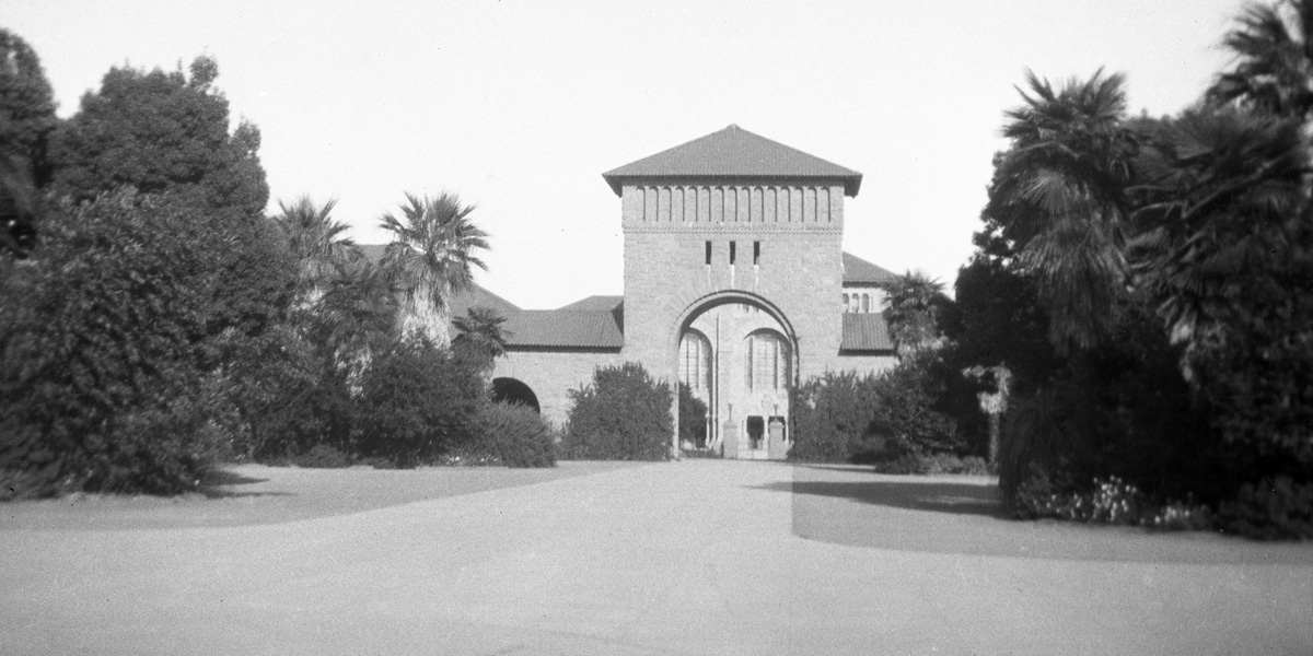 The main gate to Stanford University