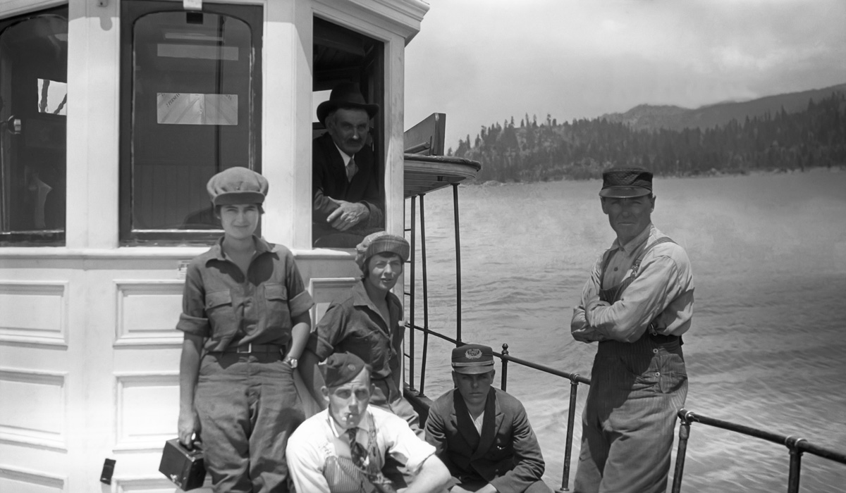 The crew of the Steamer Tahoe on deck.