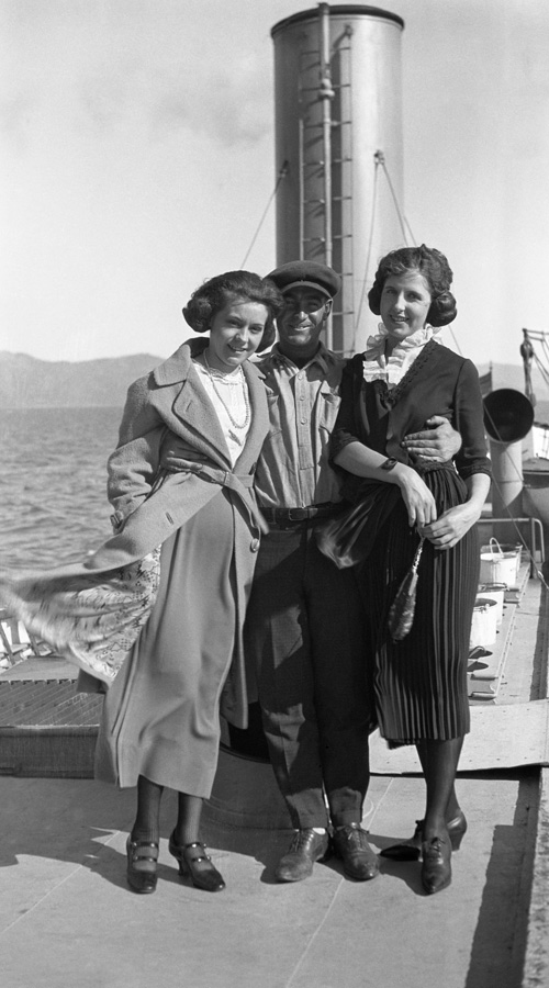 A crewman and two female passengers on the upper deck of the Steamer Tahoe.