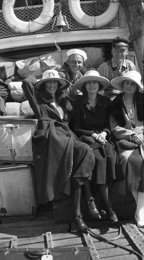 Passengers and crew on the deck of the Steamer Tahoe.